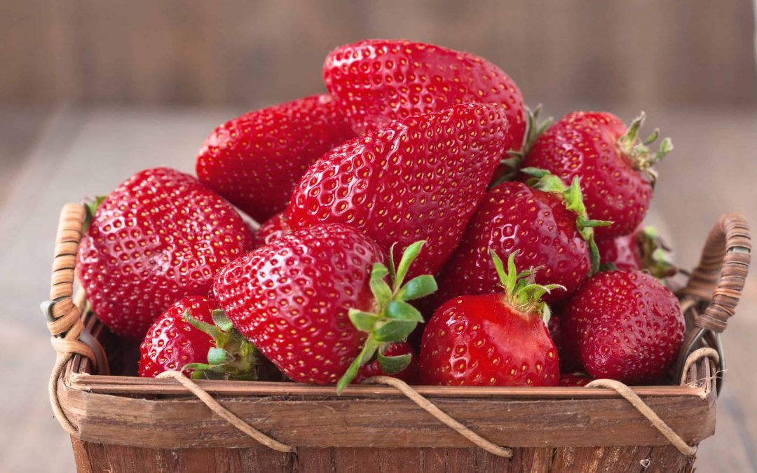 4 Reasons to Love Strawberries + a Smoothie Recipe